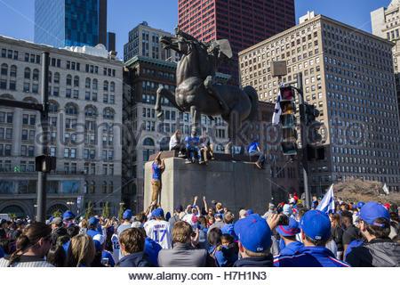 Chicago, USA. 4. November 2016. Chicago Cubs Fans besuchen eine Kundgebung im Grant Park, das Team der World Series - Stockfoto