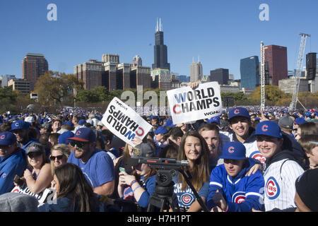 Chicago, Illinois, USA. 4. November 2016. 5 Millionen ekstatischen Chicagoans säumten die Paradestrecke und Grant - Stockfoto