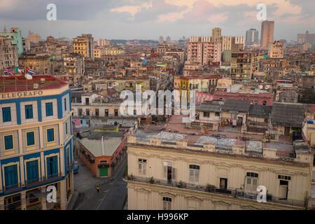Havanna, Kuba: Erhöhten Blick auf die Altstadt Havanna Gebäude im Morgengrauen - Stockfoto