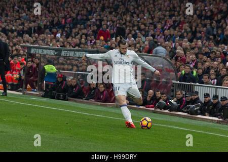 Madrid, Spanien. 19. November 2016. Ballen. Real Madrid schlägt Atletico de Madrid mit 3: 0 in der letzten Liga - Stockfoto