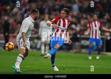 """Madrid, Spanien. 19. November 2016. Filipe Luis (Atletico) Fußball: Spanisch """"La Liga Santander"""" match zwischen - Stockfoto"""