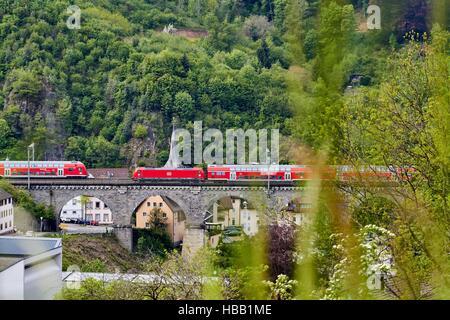 Deutsche Bahn: Regional-Zug im Schwarzwald - Stockfoto