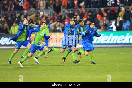Toronto, Kanada. 10. Dezember 2016. Seattle Sounders FC-Spieler feiern nach dem Gewinn der 2016-Major League Soccer - Stockfoto
