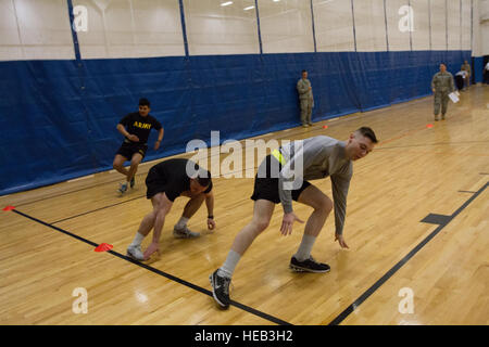 Soldaten antreten in zeitgesteuerten Sprints sowie mehrere andere körperliche Fitness-Aktivitäten im Rahmen eines - Stockfoto