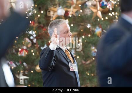 Austin, Texas, USA. 19. Dezember 2016. Schurke Kurfürst nimmt Chris Suprun der Eid des Amtes wie Texas Kurfürsten - Stockfoto