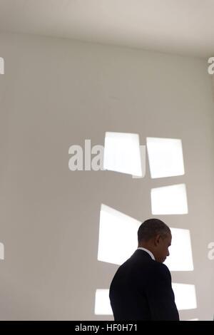 Pearl Harbour, Hawaii. 27. Dezember 2016. US-Präsident Barack Obama hält für einen Moment der Stille nach einer - Stockfoto
