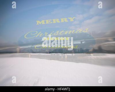 Frohe Weihnachten, Winter, Schnee, sehen von Doppelbildern, doppelte Belichtung, Motivation; Plakat; Zitat; unscharfe - Stockfoto
