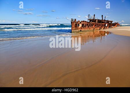 SS Maheno Schiffswrack auf sandigen Strand von Fraser Island gegen öffnen Pazifischen Ozean Horizont. Leeren Strand - Stockfoto