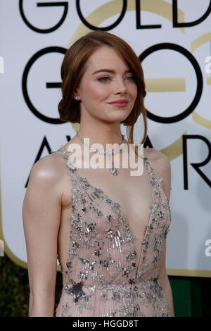Beverly Hills, uns. 8. Januar 2017. Emma Stone kommt bei der 74. Annual Golden Globe Awards, Golden Globes in Beverly - Stockfoto