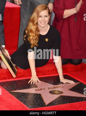Los Angeles, USA. 11. Januar 2017. ZD82849 Amy Adams mit einem Stern auf dem Hollywood Walk of Fame in Los Angeles - Stockfoto