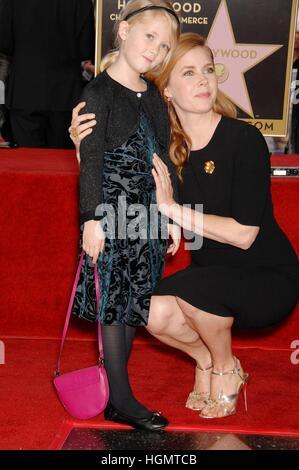Los Angeles, USA. 11. Januar 2017. Aviana Olea Le Gallo, Amy Adams bei der Induktion Zeremonie für Stern auf dem - Stockfoto
