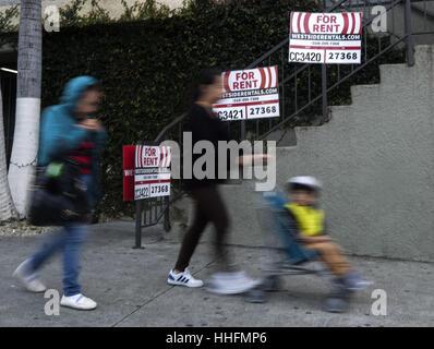 Los Angeles, USA. 18. Januar 2017. Vermietung-Zeichen sind außerhalb einer Immobilie in Los Angeles gesehen. Mieten - Stockfoto