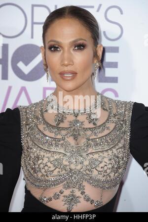 Los Angeles, CA, USA. 18. Januar 2017. Jennifer Lopez im Ankunftsbereich für Peoples Choice Awards 2017 bei Microsoft - Stockfoto