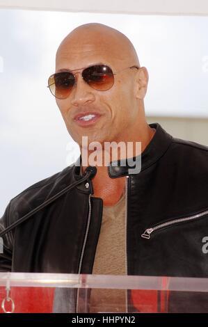 Los Angeles, USA. 19. Januar 2017. Dwayne Johnson bei der Induktion Zeremonie für seinen Stern auf dem Hollywood - Stockfoto