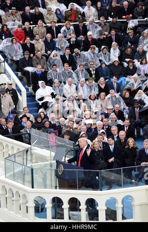 Washington, USA. 20. Januar 2017. US-Präsident Donald Trump liefert seine Antrittsrede, nachdem er während der feierlichen - Stockfoto