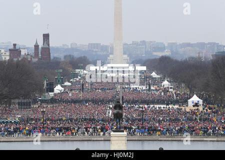 Zuschauer wird auf der National Mall Zeuge der Amtseinführung von Präsident Donald Trump am 20. Januar 2017 in Washington, - Stockfoto