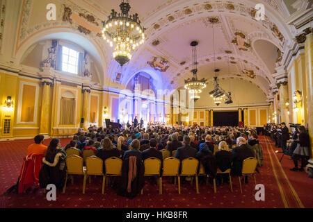 Cardiff, Wales, Großbritannien. 27. Januar 2017.  Gesamtansicht des Holocaust Memorial Day Service in Cardiff City - Stockfoto