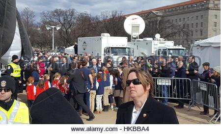Washington Dc, Usa. 27. Januar 2017. Leute grüßen Vizepräsident der Vereinigten Staaten Mike Pence, wie er für einen - Stockfoto