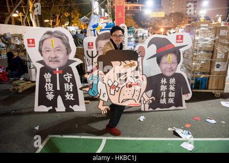 Hong Kong. China. 28. Januar 2017. Menschen füllen die Lunar New Year fair in seinen letzten Stunden über Nacht - Stockfoto