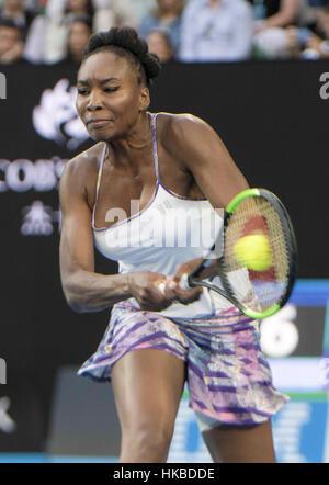 Melbourne, Australien. 28. Januar 2017. Vereinigten Staaten Venus Williams kehrt den Ball während der Frauen Einzel - Stockfoto