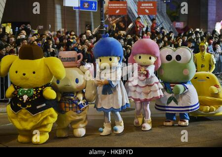 Hong Kong, China. 28. Januar 2017. Menschen gekleidet wie Comicfiguren in der Cathay Pacific International Chinese - Stockfoto