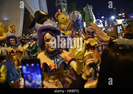 Hong Kong, China. 28. Januar 2017. Darstellern interagieren mit Publikum während der Cathay Pacific International - Stockfoto