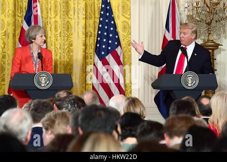 Vereinigten Staaten Präsident Donald J. Trump und Theresa führen Mai, Premierminister des Vereinigten Königreichs, - Stockfoto