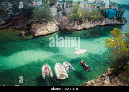 Luftaufnahme von kleinen Booten im Meer, die Bucht - Stockfoto