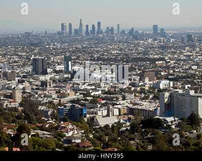 Hollywood, Kalifornien, USA - 2. Februar 2011: Luftaufnahme in Richtung Hollywood und Downtown Los Angeles. - Stockfoto