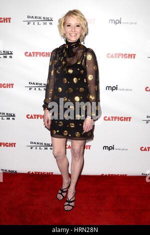 Los Angeles, Kalifornien, USA. 2. März 2017. Anne Heche im Ankunftsbereich für CATFIGHT Premiere, Cinefamily Theater, - Stockfoto