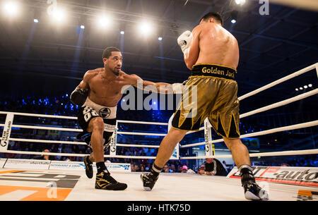 Ludwigshafen, Deutschland. 11. März 2017. Jack Culcay (Deutschland, R) und Demetrius Andrade (USA) die WBA halbe - Stockfoto
