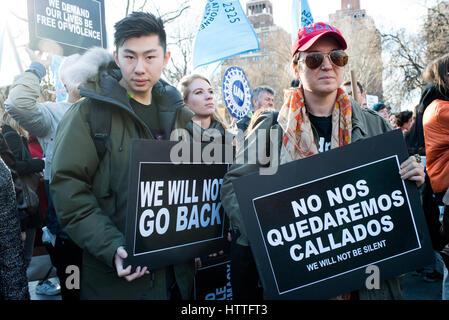 """März und Rally in New York für """"Tag ohne eine Frau"""" 8. März 2017 - Stockfoto"""