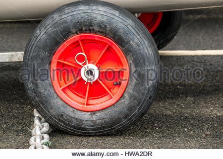 Nahaufnahme eines kleinen Reifen aufgepumpt - Stockfoto