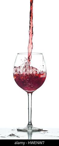 Rot Wein Splash auf weißem Hintergrund - Stockfoto