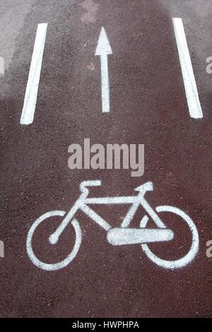Fahrrad-Schild gemalt auf dem Bürgersteig - Stockfoto