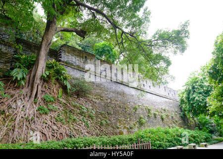 Stadtmauer von alten Guangzhou. Während der Ming-Dynastie in den 1300er gebaut, ist dies einer der wenigen verbleibenden - Stockfoto