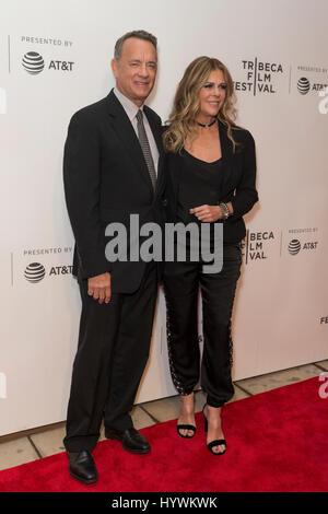 New York, Vereinigte Staaten von Amerika. 26. April 2017. New York, NY USA - 26. April 2017: Tom Hanks und Rita - Stockfoto