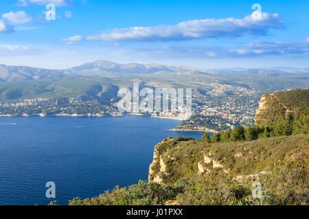 Cassis-Blick vom Cape Canaille oben, Frankreich. Wunderschöne französische Landschaft. - Stockfoto