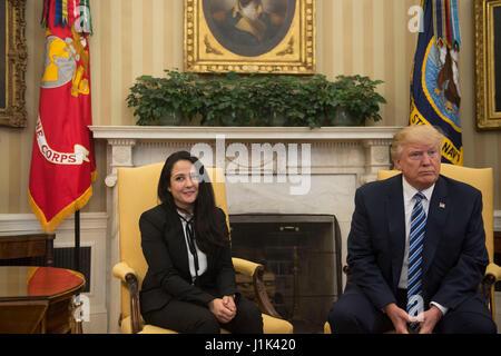 Washington, USA. 21. April 2017. Amerikanische Wohltätigkeit Arbeiter Aya Hijazi, 30, die in Kairo für drei Jahre - Stockfoto