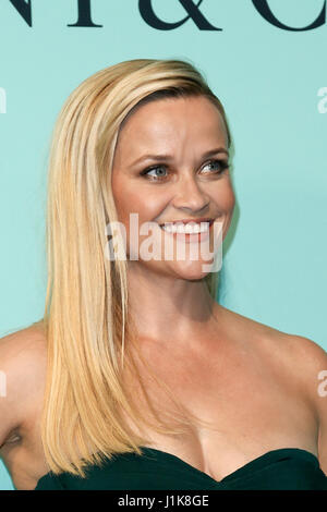Reese Witherspoon besucht die Tiffany & Co. 2017 Blue Book Gala im St. Annen-Lager am 21. April 2017 in Brooklyn, - Stockfoto