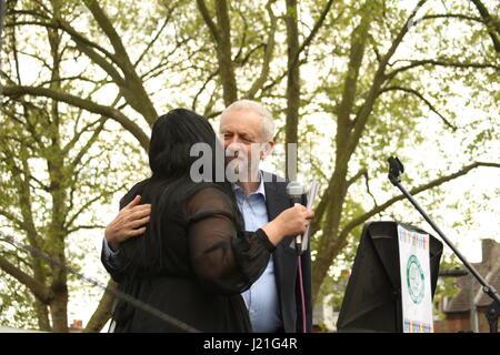 """London, UK. 23. April 2017. Labour-Partei Führer, Jeremy Corbyn wird bei einer Veranstaltung begrüßt, die """"Haringey - Stockfoto"""