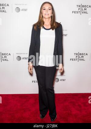"""New York, USA. 25. April 2017. Diane Lane besucht """"Paris kann warten"""", während die 2017 Tribeca Film Festival am - Stockfoto"""