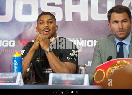 27. April 2017, London, UK. Anthony Joshua spricht während einer Pressekonferenz für seine Super-Schwergewichts - Stockfoto
