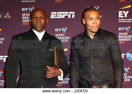 London, Großbritannien. 27. April 2017. Vereinigtes Königreich: Chris Eubank Senior (L) und Chris Eubank Junior - Stockfoto