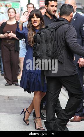 "New York, NY, USA. 28. April 2017. Lea Michele entdeckt verlassen ""Good Morning America"", wo sie einen Song aus - Stockfoto"