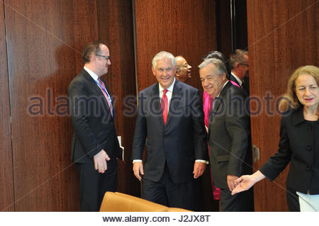 New York City, USA. 28. April 2017. Vereinten Nationen Generalsekretär Antonio Guterres trifft mit Staatssekretär - Stockfoto