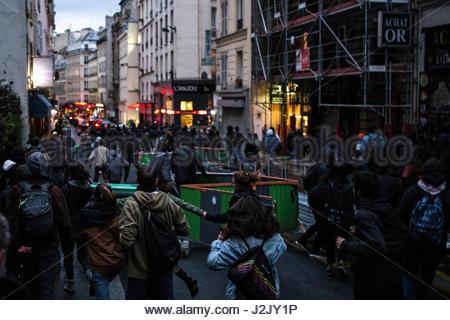 Paris, Frankreich. 28. April 2017. Hunderte gehen auf die Straße in Paris am 28. April 2017 zum protest gegen die - Stockfoto