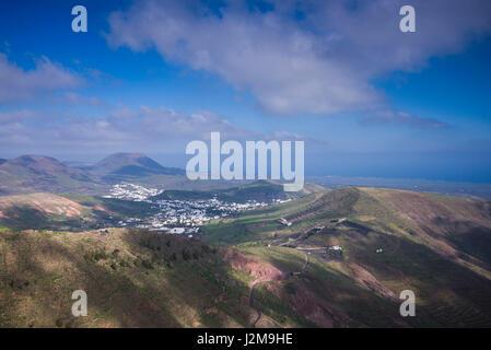 Spanien, Kanarische Inseln, Lanzarote, Haria, Mirador de Haria, Insel Lookout, erhöhten Blick über Dorf Haria - Stockfoto