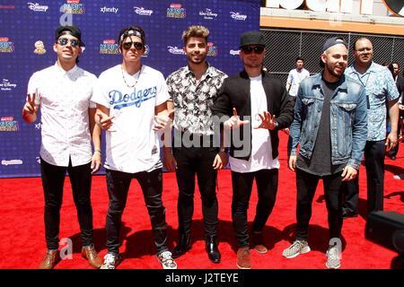 Los Angeles, Kalifornien, USA. 29. April 2017. Los 5 im Ankunftsbereich für Radio Disney Music Awards - Ankünfte - Stockfoto