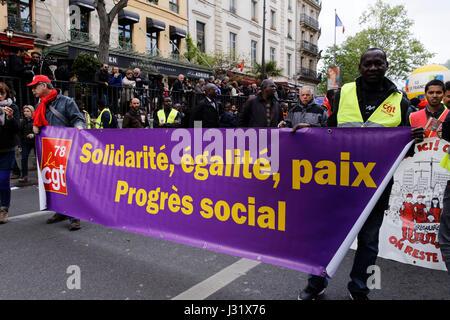 Paris, Frankreich. 1. Mai 2017. Demonstranten besuchen die jährliche Mai-Demonstrationen am 1. Mai in Paris, Frankreich. - Stockfoto